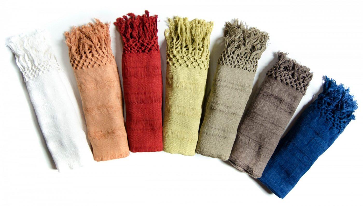 Rébozos de couleurs à acheter. Ces Rébozos sont en coton biologique et avec des teintures végétales.